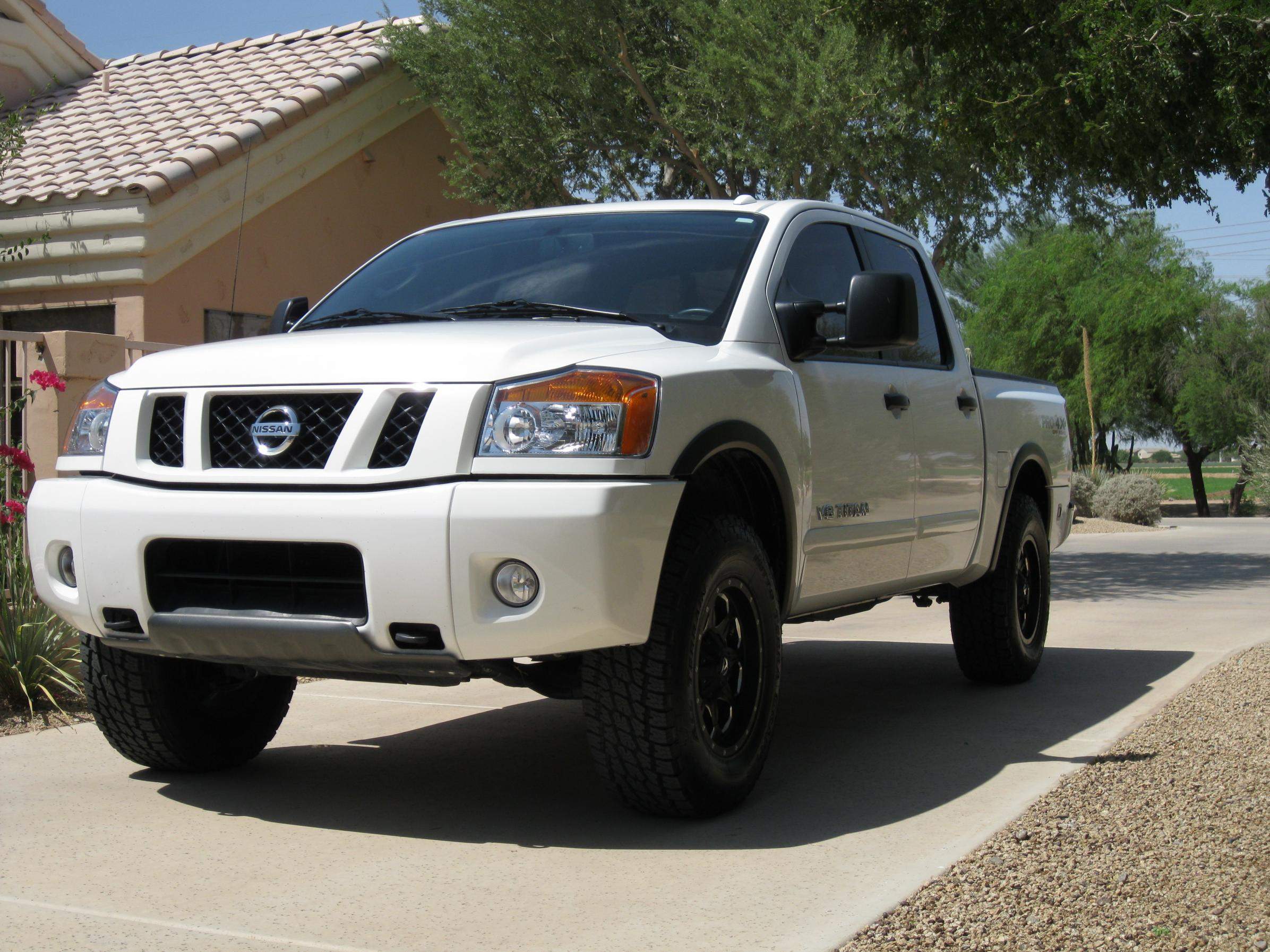 pic of titan with 2 39 39 or 3 39 39 leveling kit nissan titan forum. Black Bedroom Furniture Sets. Home Design Ideas