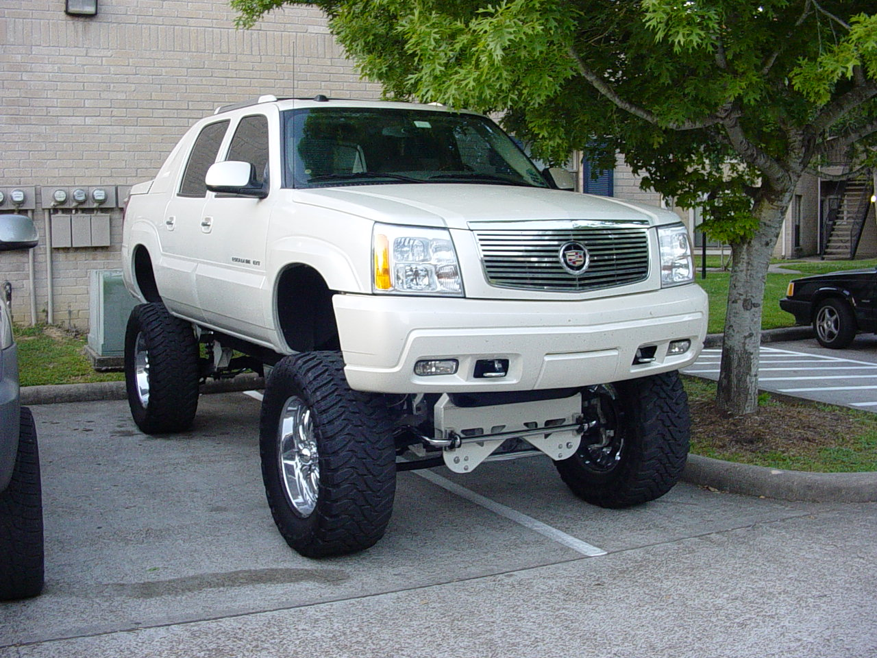 Cadillac Escalade Ext >> Lifted Escalade EXT in Houston - Clear Lake Area - Nissan Titan Forum
