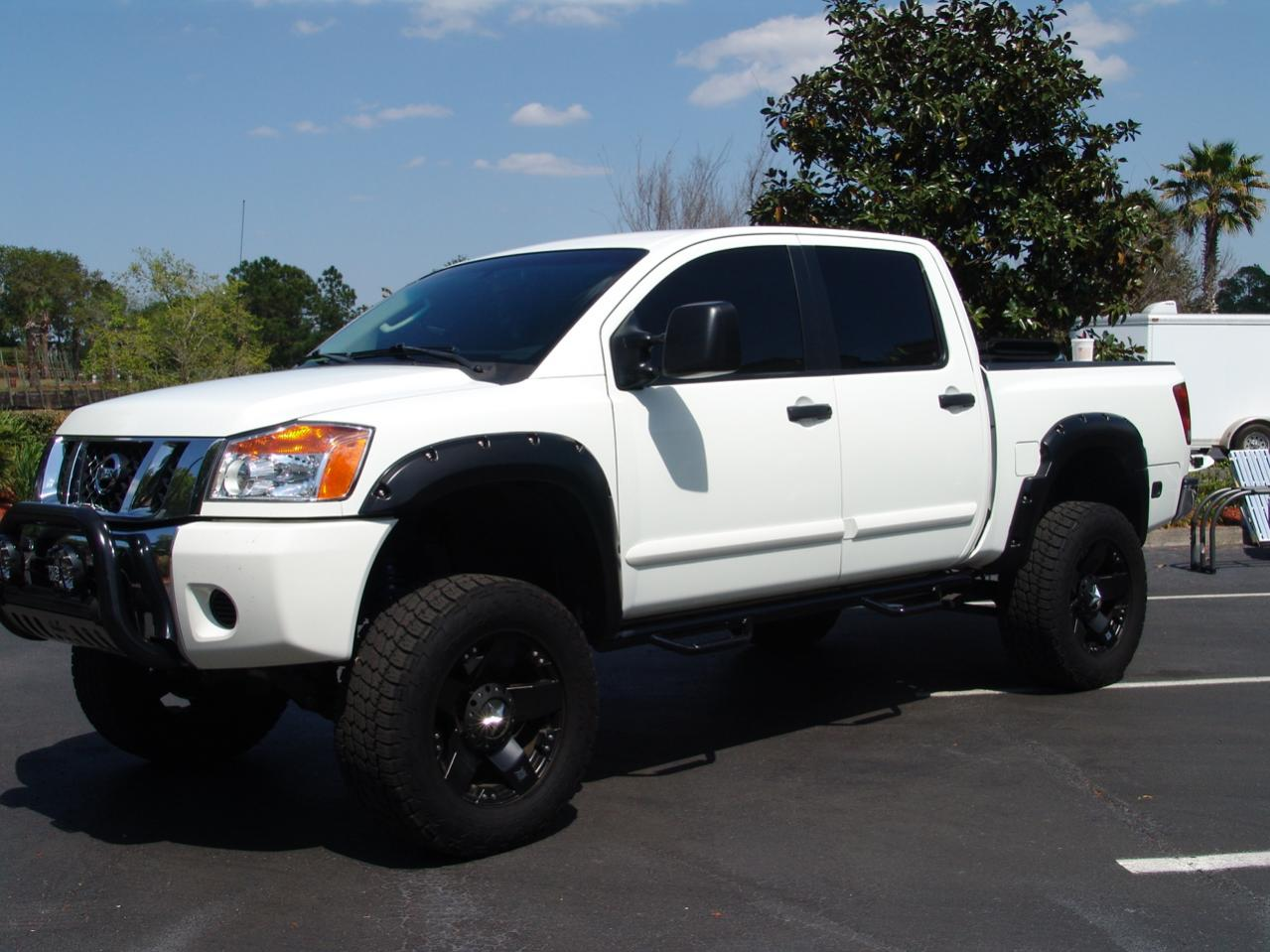 looking for lifted white titans page 7 nissan titan forum. Black Bedroom Furniture Sets. Home Design Ideas