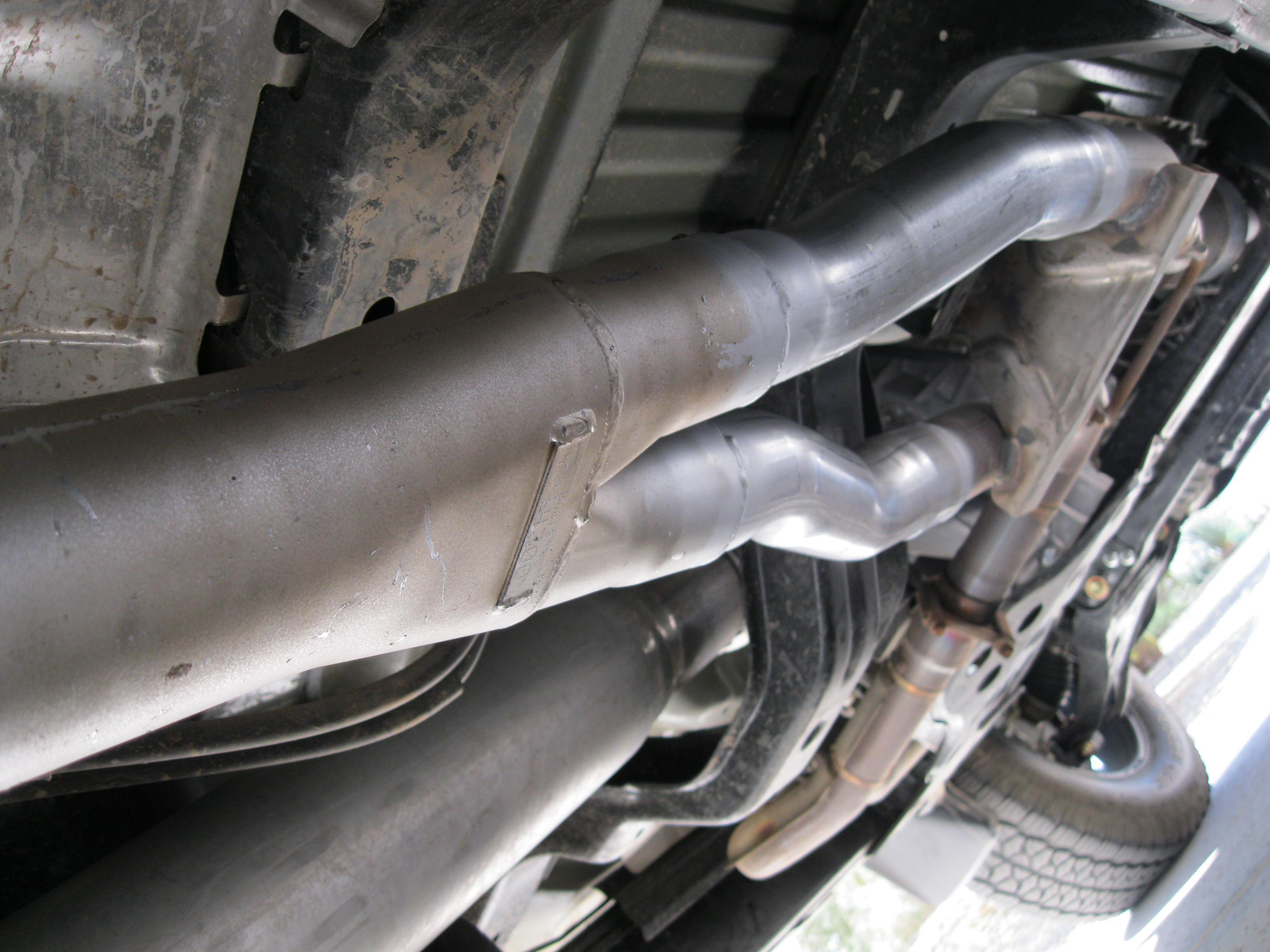 2011 muffler swap exhaust 002 jpg