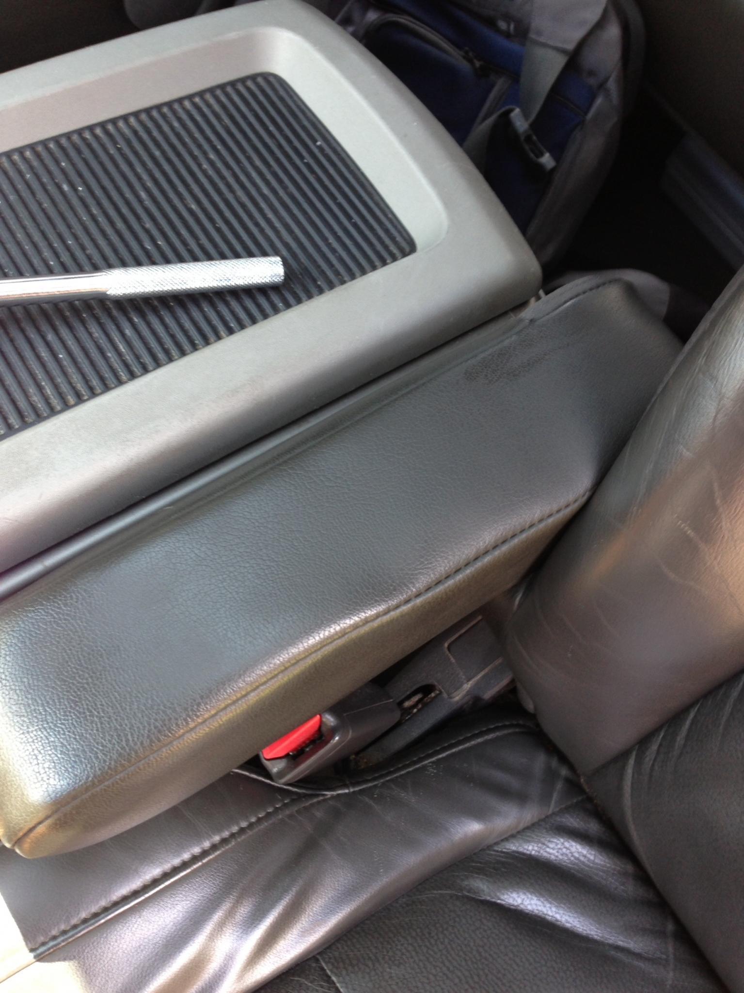 164625d1373689680-leather-arm-rest-crack