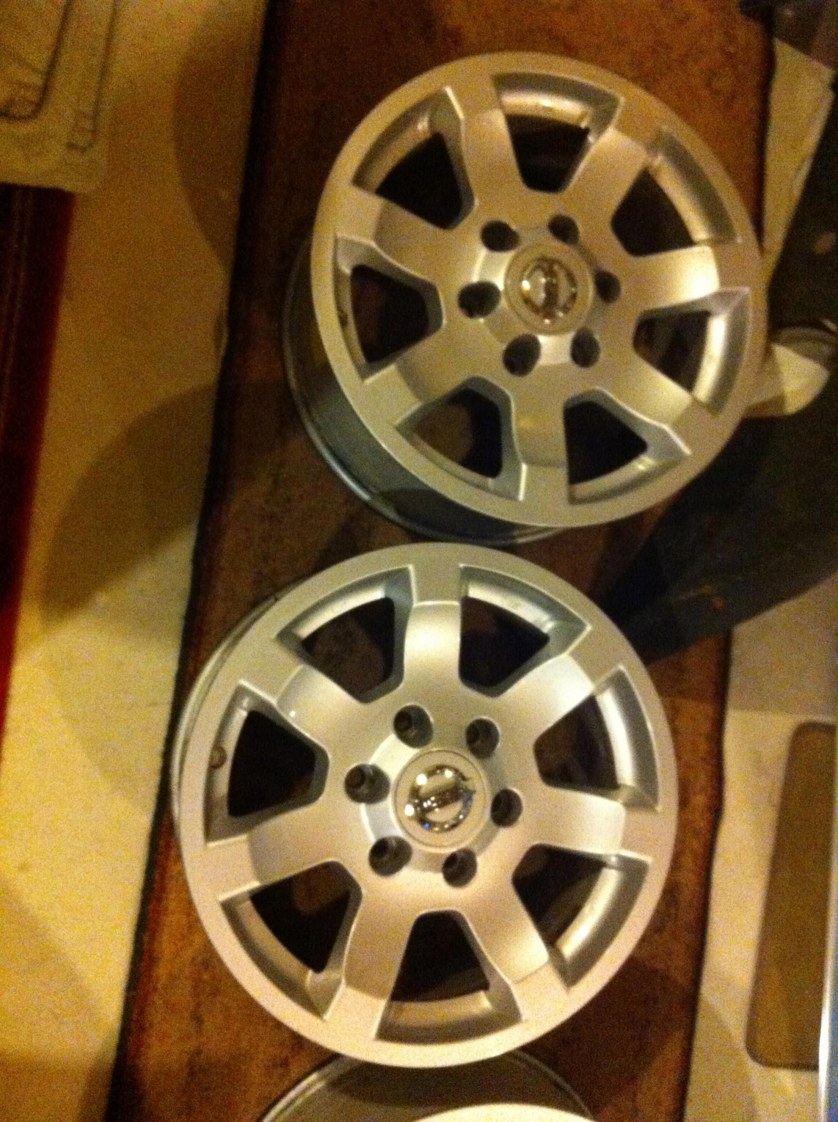 "17"" alloy OE wheels with center caps-img_0119.jpg"