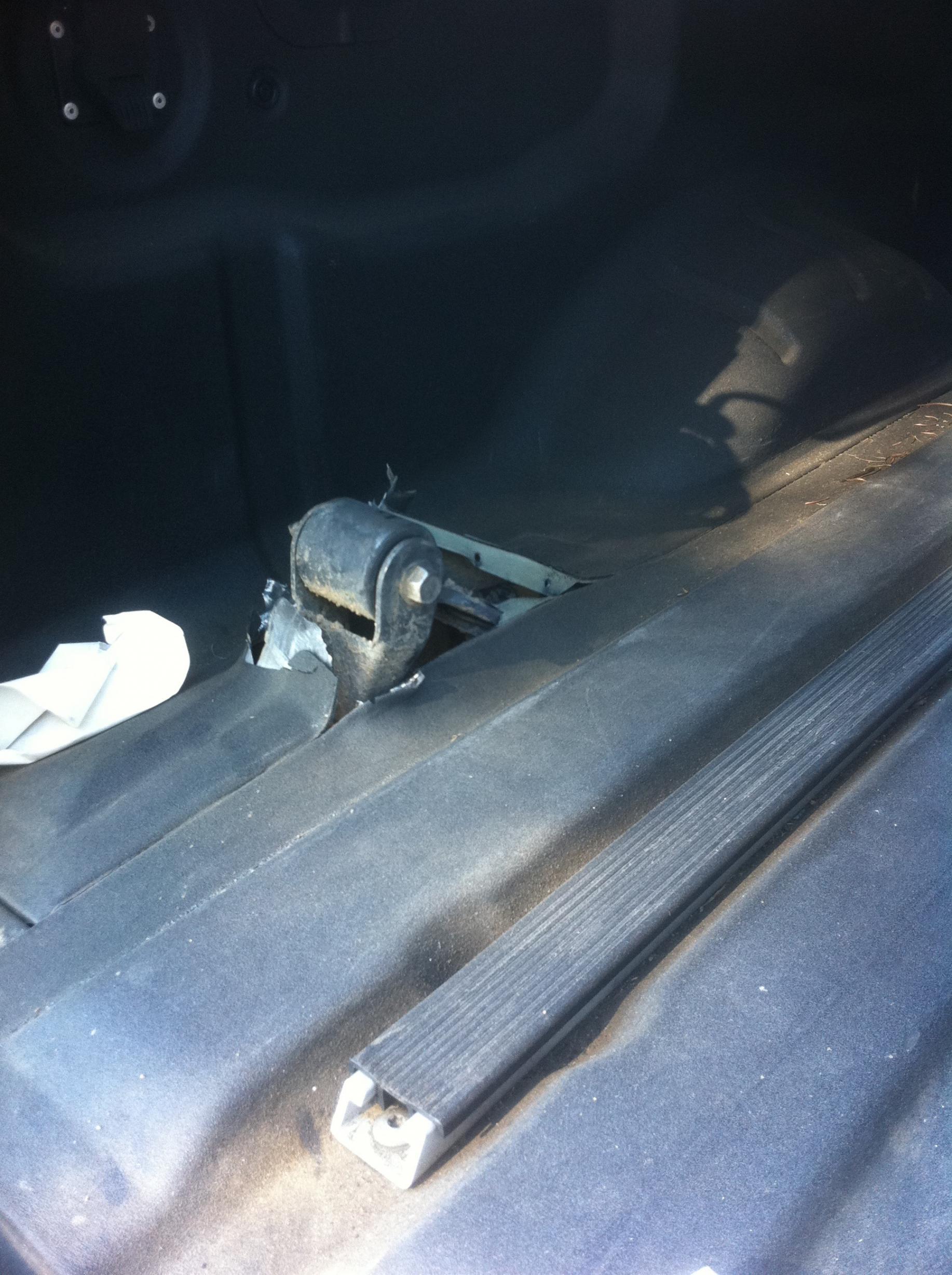 Nissan Leaf Forum >> Leaf Spring Shackle FAILURE - Shot thru bed and liner - Nissan Titan Forum