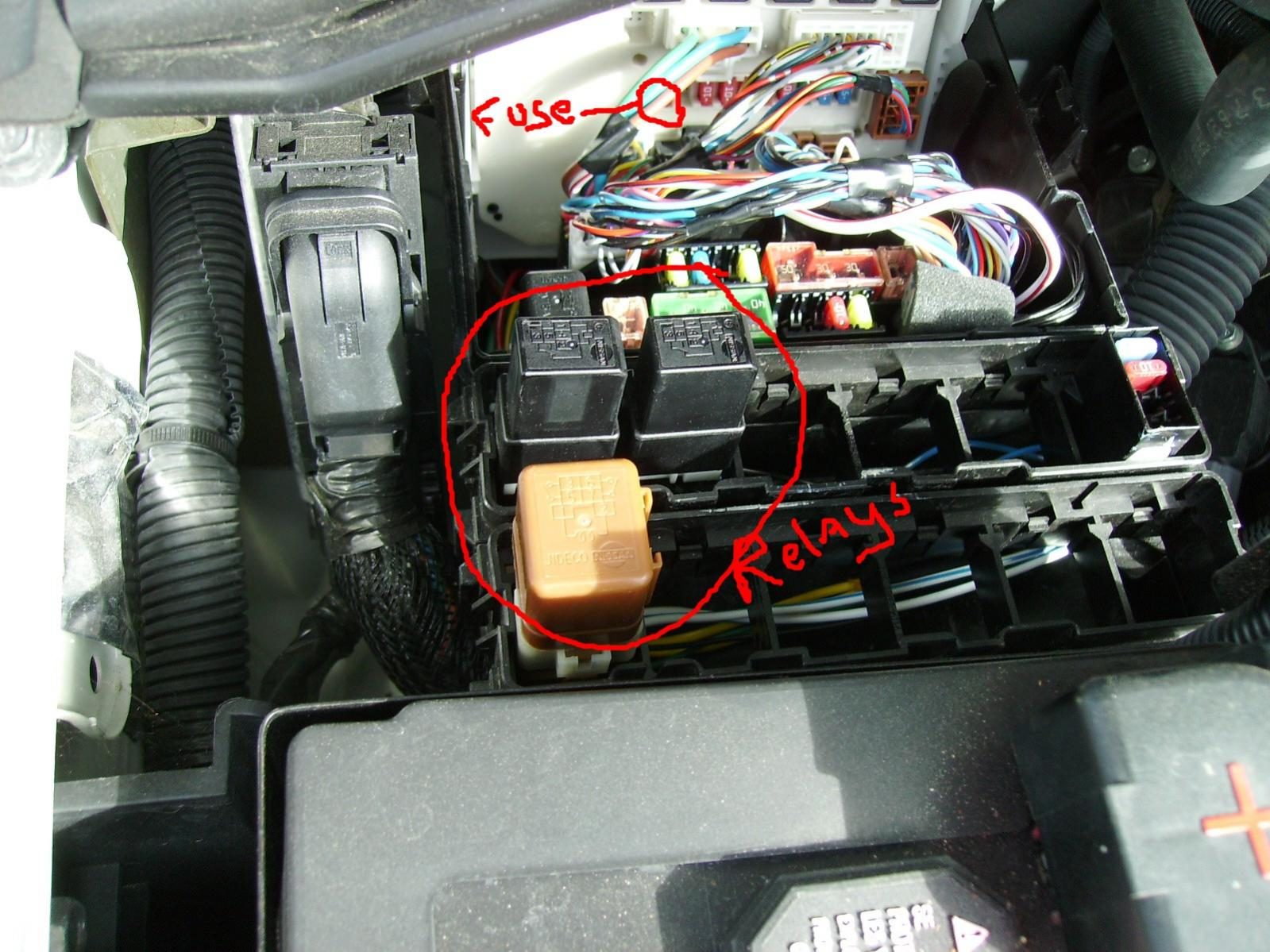 79313d1241634593 2008 only 1 tow relay please help asap pict0004 tail lights license plate lights not working nissan forum Under Hood Fuse Box Diagram at honlapkeszites.co