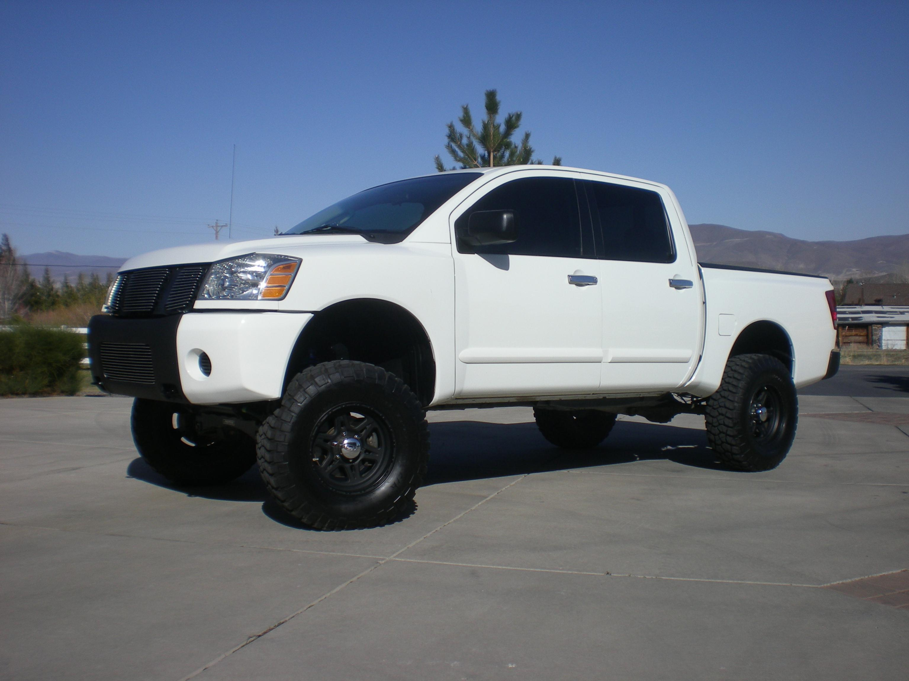 2007 Nissan Titan 4x4 Lifted Low Miles Look