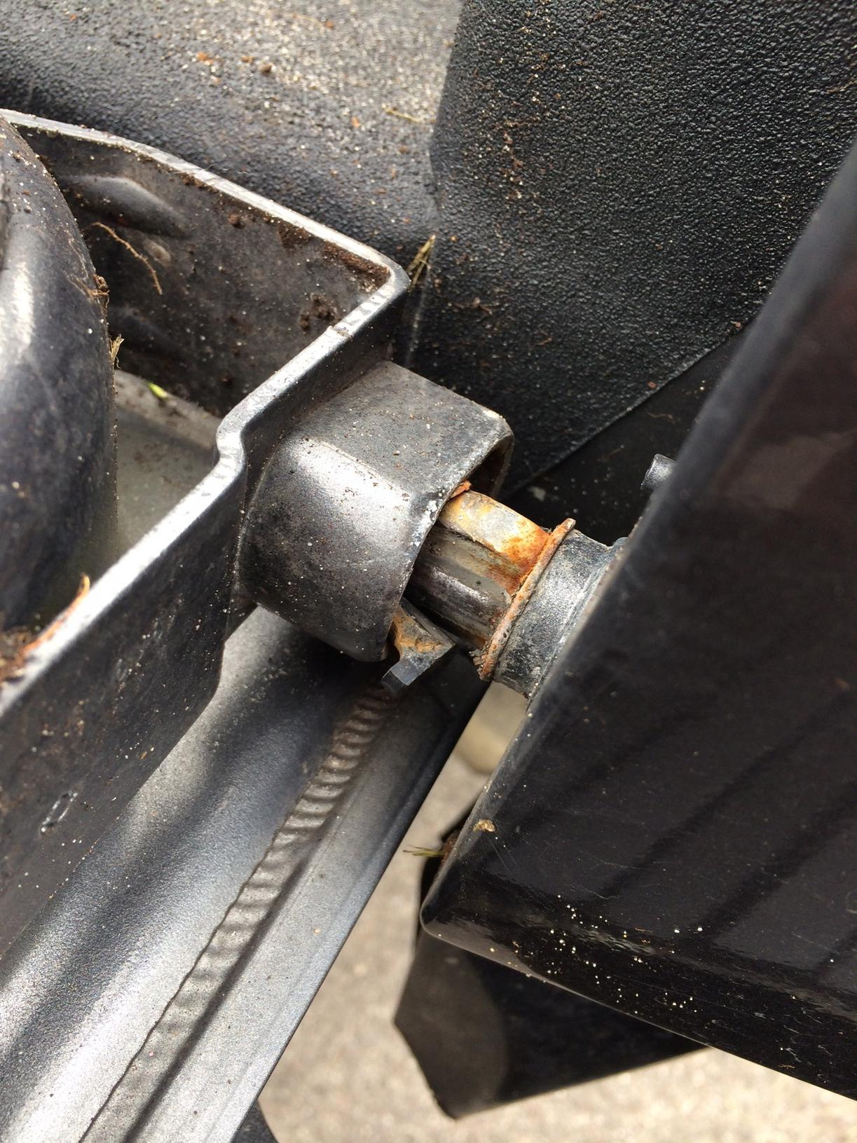 Passenger Side Tailgate Hinge Is F D Up Nissan Titan Forum