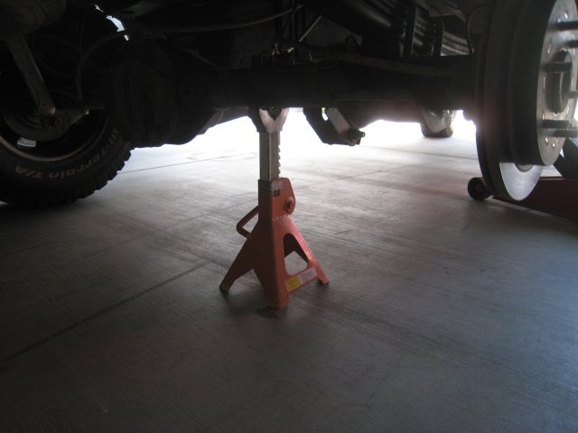 How to: Grease the leaf springs to prevent squeaking